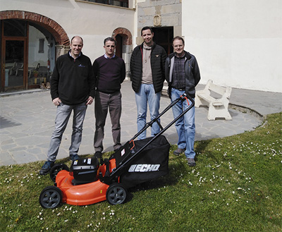 Aldimak cooperates with a battery lawnmower